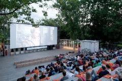 В Мирнограде появился кинотеатр под открытым небом