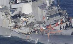 Филиппинское торговое судно протаранило эсминец США