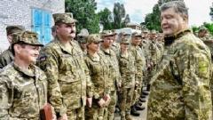 Порошенко наградил 31 военного за мужество и защиту государства