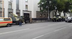 До Верховної Ради почали стягувати бронетехніку
