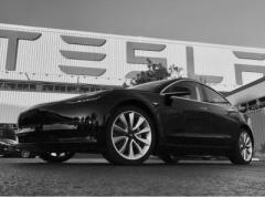 """С конвейера сошла первая """"дешевая"""" Tesla"""