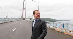 Медведев отправляется в Крым на совещание с «властями»