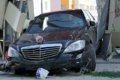 У Харкові Mercedes врізався в автобусну зупинку, є жертви