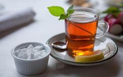 Три причини відмовитись від чаю з цукром