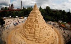 В Германии построили самый высокий в мире песочный замок (ВИДЕО)