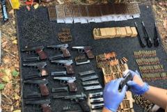 В Мариуполе в гараже нашли оружие, которое похитили у Нацгвардии в 2014 году