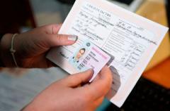Поляки массово ринулись в Украину за водительскими правами: названа причина