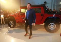 Шварценеггер стал обладателем первого в мире электромобиля Hummer H1 (ВИДЕО)