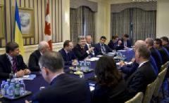 Порошенко в Канаді обговорив посилення антиросійських санкцій