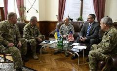 Украина заинтересована в помощи США по охране складов - Муженко
