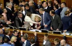 Законы Порошенко по Донбассу: несколько причин, по которым дрались в Раде