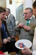 """Российского депутата высмеяли за """"печеньки"""" в американском посольстве"""