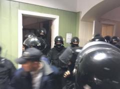 Полиция взяла штурмом Святошинский райсуд Киева - сторонники лидера батальона ОУН задержаны