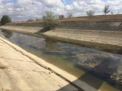 В оккупированном Крыму из кранов течет болотная вода коричневого цвета: стало известно, когда вода на полуострове закончится полностью