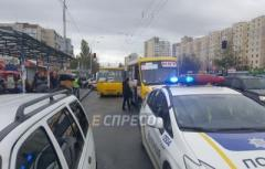 В Киеве маршрутка убила мужа и жену