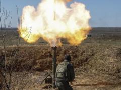 На Донецком направлении били минометы, двое воинов были ранены