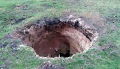 В Донецкой области произошел обвал земли глубиной в 15 метров