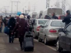 КПВВ на линии разграничения штурмует огромное количество граждан