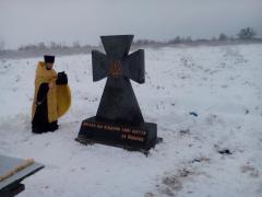 """""""Симики"""" помогли открыть памятник, привезли детям воду, а солдатам мешки"""