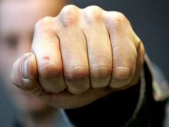 В Славянске 29-летний избивал трехлетнюю