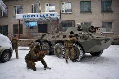 """На Донетчине полиция и военные отбили попытку """"захвата"""" админздания"""
