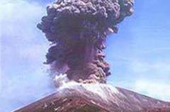 Извержение вулкана заблокировало в аэропорту острова Бали около 60 тыс. туристов