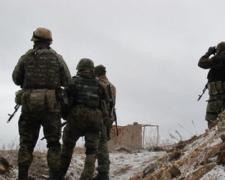 Бойцы ВСУ остановили штурм диверсантов под Крымским, но угодили в засаду боевиков. ВИДЕО