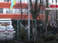 В Киеве блокируют телеканал NewsOne