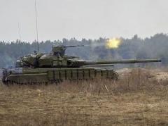 На Донецком направлении разорвались десятки мин, стрелял танк