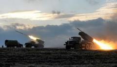 Террористы утроили ад в поселке Новолуганское: частный сектор в огне