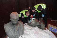 Черниговская полиция нашла украденные бюсты Коцюбинского и Пушкина