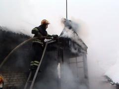 В Лисичанске на Крещение боролись с огнем