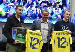 """Освобожденные из плена """"ЛНР"""" ультрас луганской """"Зари"""" будут работать в Федерации футбола Украины"""