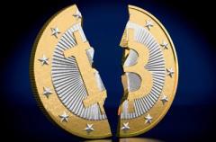 Курс биткоина пошатнулся: рынок криптовалюты пошел вниз