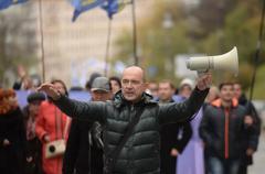 Отставка: украинцы готовят бунт скандальному министру
