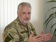 Жебривский рассказал о перевозках через линию разграничения мебели переселенцев
