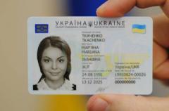 Паспорта-«книжки» закончились: украинцев переводят на ID-карточки