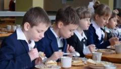 Каша с опарышами: жители ОРЛО в шоке от детского питания в школах