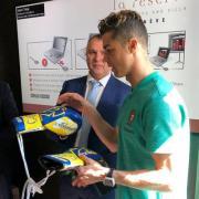 Ломаченко подарил Роналду свои боксерские перчатки