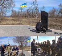 Порошенко почтил память жертв теракта под Волновахой и вручил воинам пасахальную корзину