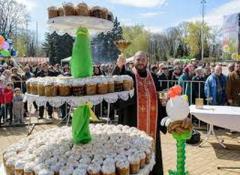 «Праздновании Пасхи» в Донецке - очередь «за пасочками» и «отжим» «патрулем» телефонов