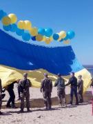 В небо над оккупированным Донбассом запустили флаг Украины
