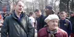 Захарченко — красавец, а Путин моя любовь: В Киеве пенсионерка рассказала, кто напал на Донбасс. ВИДЕО
