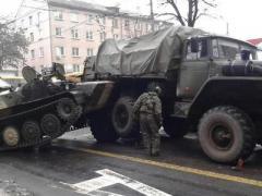 Оккупанты Донбасса согнали бронетехнику в жилые районы