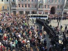 В России задержаны сотни человек, которые протестовали против царствования Путина