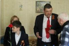 В Горловке ветеранов поздравили «паленой» водкой