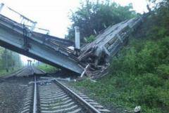 """У """"ЛНР"""" будут проблемы со снабжением: под уничтоженным близ Луганска мостом проходили железнодорожные пути"""