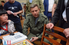 Лидер боевиков Захарченко курит украинские сигареты