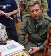 Фотофакт: Лидер боевиков Захарченко курит украинские сигареты