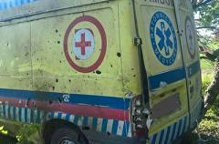 В Донбассе из минометов обстреляли машину медиков